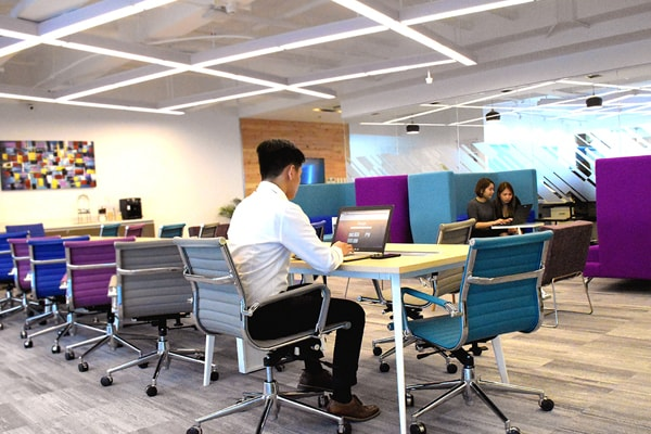 Office-Space-Robinsons-Cyberscape-Gamma-People1-min